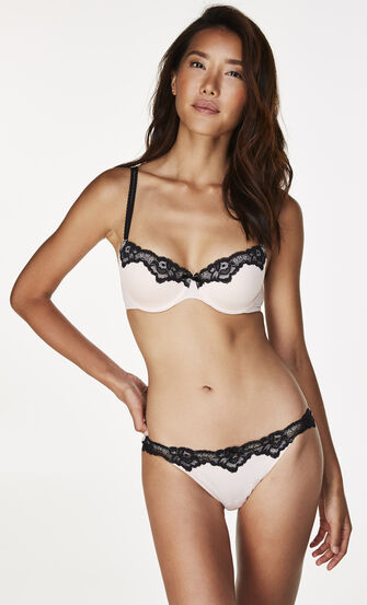 String Secret Lace, Roze