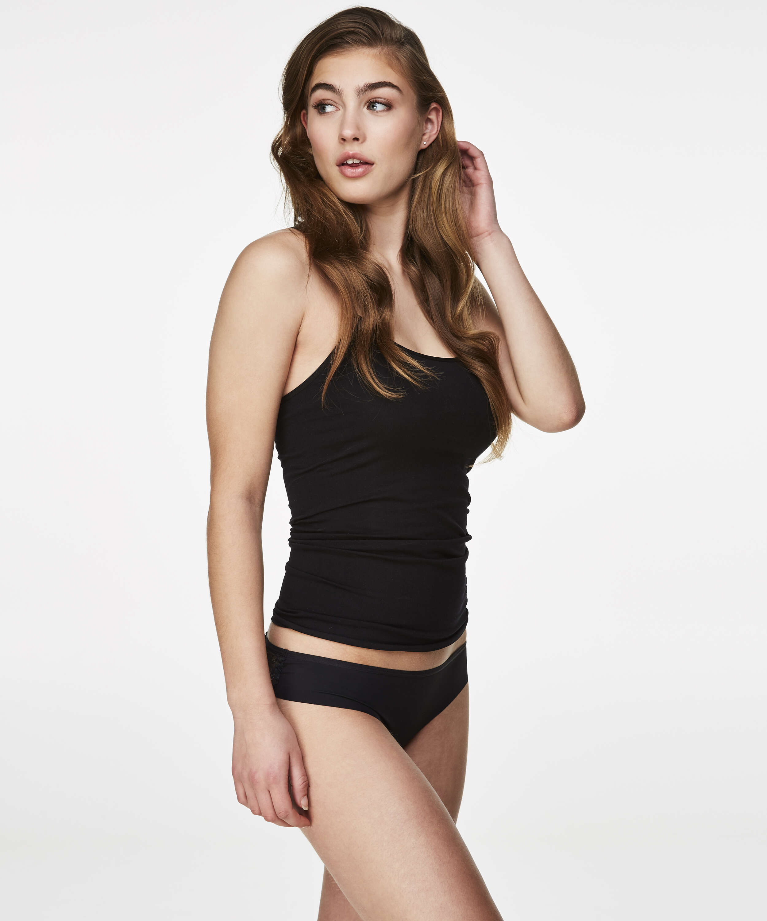 Slip brésilien Invisible Lace Back, Noir, main