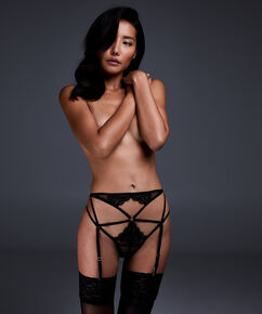 String ouvert Jhené, Noir