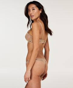 String Angie Nude, Bronzage