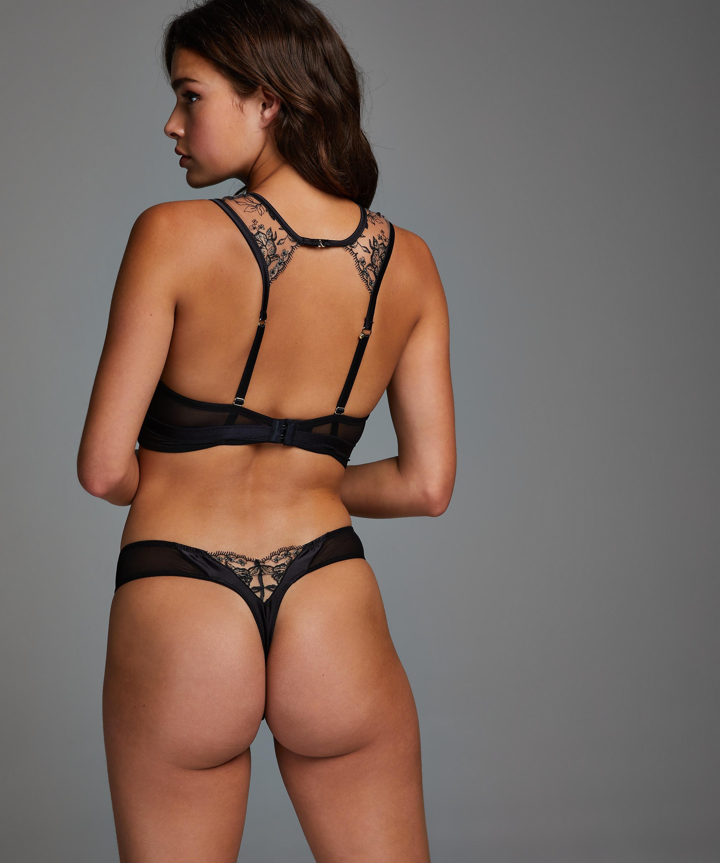 String Jade, Noir, main